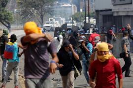Unos 25 militares venezolanos piden asilo en la embajada de Brasil en Caracas