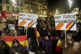 Trescientas personas claman en Palma en apoyo al juez Garzón