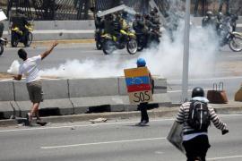 Enfrentamientos entre uniformados y manifestantes en una nueva jornada de protestas en Venezuela
