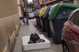 El doble incivismo en una calle de Palma