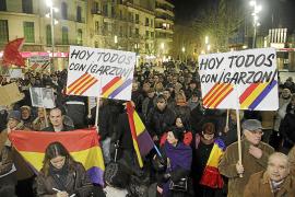 Centenares de personas se solidarizan con Garzón en Palma