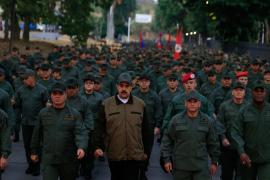 Maduro exhibe su apoyo militar encabezando una marcha con las fuerzas armadas