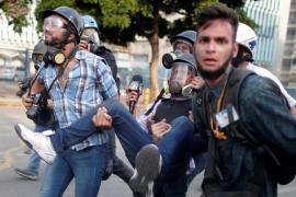 Al menos cuatro muertos, 130 heridos y más de 200 detenidos tras la última escalada de tensión en Venezuela