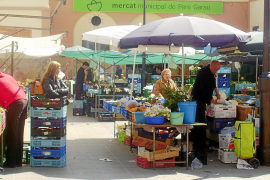 Unos 350 vendedores esperan un puesto en los mercados temporales