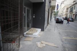 El colchón de la imagen 'incívica' de Palma sigue en la calle