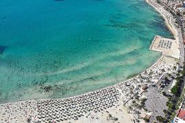 El Consell aplaza las restricciones al desarrollo turístico en zonas saturadas