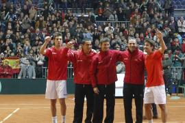 Marc López y Marcel Granollers brillan en su debut y sellan el paso a cuartos de la Copa Davis