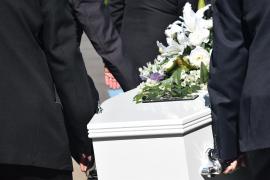 Confunden los cadáveres que entregan a dos familias e incineran uno por error