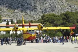 Miles de personas disfrutan de los hidroaviones del Splash-In Pollença