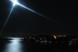 Luna Estrellada sobre la Bahía