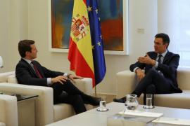 Sánchez recibe a Casado en su primera ronda de contactos tras el 28A