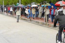 Son Servera en pleno muestra su rechazo al corte de la carretera de Cala Millor por las obras del tren