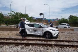 Accidente entre el tren y un coche a la altura de Son Hugo