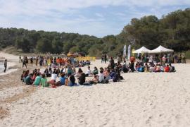 Escolares de Mallorca liberan dos tortugas marinas recuperadas en el parque de Mondragó