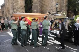 Cientos de guardias civiles despiden en Palma al comandante José Domingo