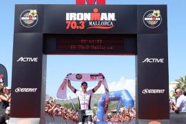 Alison Mackenzie y Karel Zadák ganan el Ironman 70.3 Mallorca