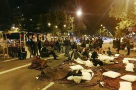 Desalojan la acampada de 'Trae tu casa' en la Gran Vía de Barcelona