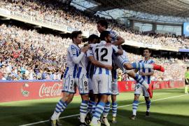 La Real desborda al Real Madrid y mantiene el sueño europeo