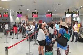 Un comandante indispuesto deja en Ibiza a más de doscientos pasajeros en tierra