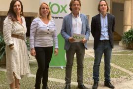 Manuela Cañadas, Mari Paz Pérez, Jorge Campos y Carlos Serra han presentado el programa educativo de Vox