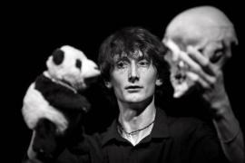De Eslovenia al Festival Internacional de Teatre de Teresetes: 'Happy Bones' en el Teatre Catalina Valls