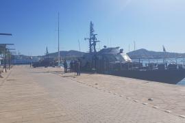 Vigilancia Aduanera de Palma traslada a Ibiza un velero interceptado en alta mar con 5 toneladas de hachís