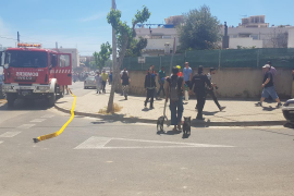 Cerca de 40 inquilinos, atendidos tras el incendio en el edificio okupa de Ibiza