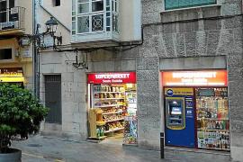 ARCA denuncia la proliferación de cajeros y pantallas en las fachadas del centro