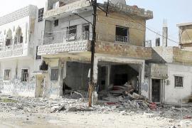 El régimen sirio prosigue los bombardeos y niega crímenes contra la humanidad