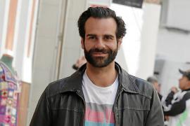 El cantante y actor mallorquín David Ordinas, presentador del concurso 'Jo en sé + que tu' de IB3 TV