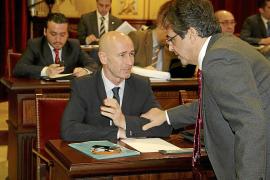 Bosch apela a la Constitución para defender los «recortes» del catalán