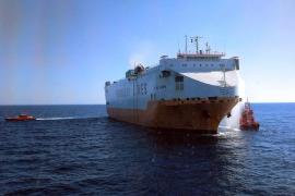 Catorce tripulantes del 'Grande Europa' ya están en tierra para el reconocimiento médico