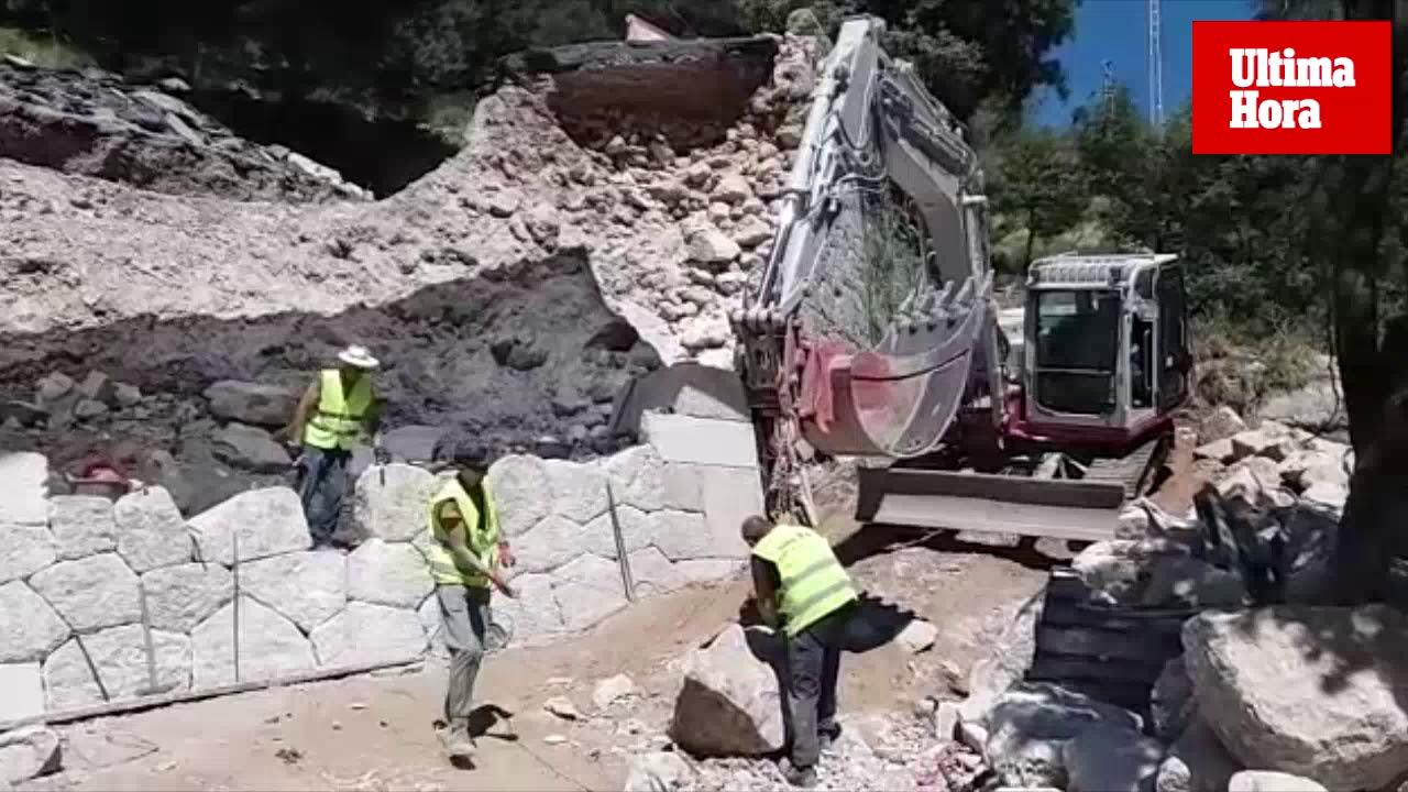 Titánica reconstrucción del talud de 'pedra en sec' derrumbado en Lluc