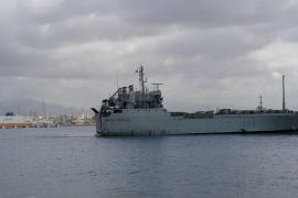 Atraca en Palma el buque militar Martín Posadillo tras rescatar al carguero incendiado