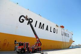El barco incendiado en Mallorca llevaba varios coches de más de 200.000 euros