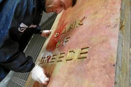 Grecia cumple las exigencias de la troika para recibir el segundo rescate