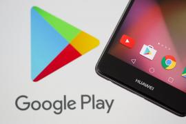 Un dispositivo de Huawei junto al logo de Google