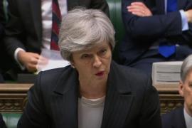 May se aferra a su Brexit mientras los conservadores maniobran para echarla