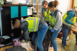 La policía asalta un prostíbulo de Palma y detiene al menos a doce personas