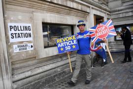 El Gobierno británico deja en el aire el calendario para votar el nuevo plan de May para el Brexit