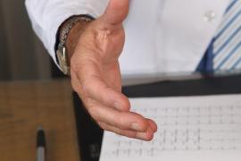 Investigan si un médico ha enviado cartas pidiendo el voto a sus pacientes