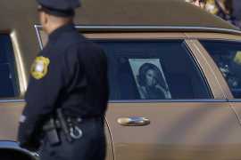 Familia, fans y amigos despiden a Whitney Houston