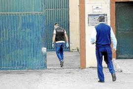 Cuatro internos se fugan de Es Pinaret y propinan una paliza a un vigilante