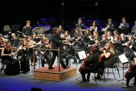 Los rotarios 'soplan' las 50 velas del Auditòrium con música y solidaridad