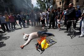 Unos 100 repartidores se concentran ante Glovo en Barcelona por la muerte de un compañero