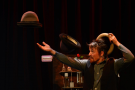 Magia y circo en el Teatre del Mar con la actuación de Le Fumiste