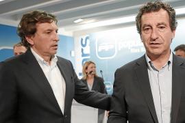 Company, con Isern, en la noche electoral. El candidato a alcalde podría seguir su mismo camino