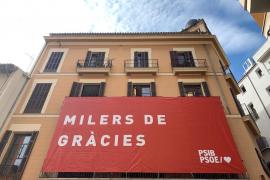 El PSIB-PSOE da las gracias a sus votantes con una pancarta gigante