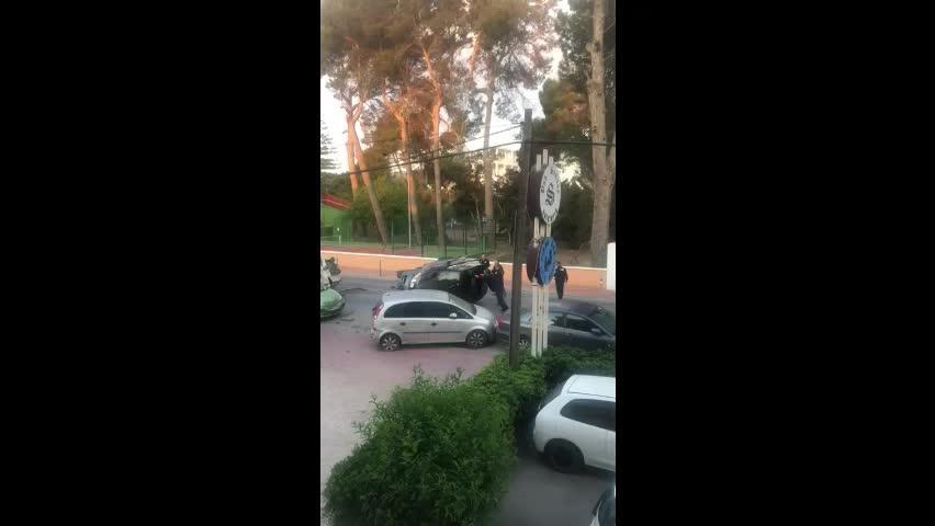 Detienen al conductor ebrio responsable de un aparatoso vuelco en Ibiza