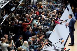 Sánchez dice a Iglesias que el Gobierno en solitario coge fuerza tras el 26M